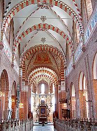 Sct Bendt-kirkens indre.jpg
