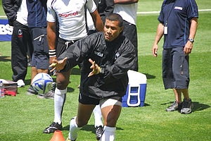Serevi on one knee ready to take a pass