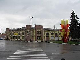 Serpukhov Lenin square Gostiniy dvor.jpg