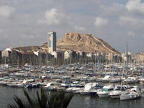 Le port et le château de Santa Bárbara