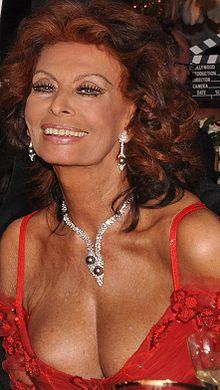 Sophia Loren in London.jpg
