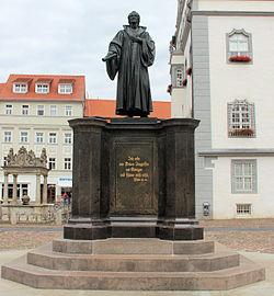 Statue Marktplatz (Wittenberg) Philipp Melanchthon.jpg