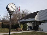 Street clock at Mastic Post Office.JPG