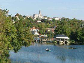 Vue de Saint-Simeux depuis le pont sur la Charente