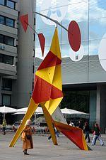 Escultura cinética: Mòbil en Stuttgart de Alexander Calder.