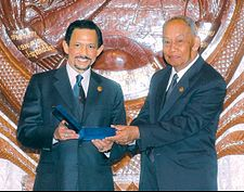 Sultan of Brunei with Khamtay Siphandone.jpg