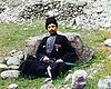 Sunni Muslim man wearing traditional dress and headgear alt1.jpg