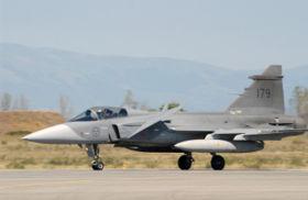 Swedish JAS-39 Gripen landing.jpg