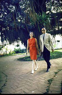 Tachito Somoza y su esposa Hope en el Retiro.jpg