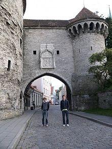 Enceinte fortifiée entourant la vieille ville.