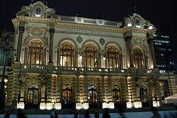 Vista nocturna del Theatro Municipal