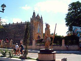 Ticul Yucatan Church 2002.12.30 05.jpg