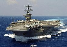 Vue aérienne du porte-avions.
