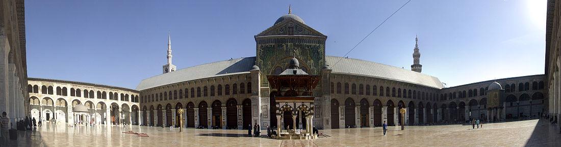 ساحة الجامع الأموي الكبير في دمشق.