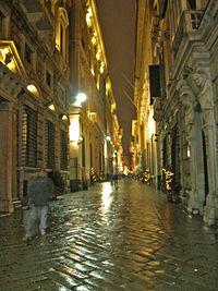 Via Garibaldi di notte (Genova).jpg