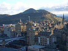 Vista del este de la Old Town y Arthur's Seat.