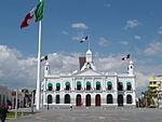 Villahermosa.Palacio de Gobierno y bandera.JPG