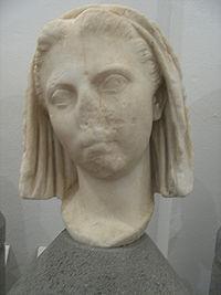 Gesluierd hoofd uit Rusellae, geïdentificeerd als Vipsania Agrippina (Museo Nazionale Archeologico delle Marche in Grosseto).