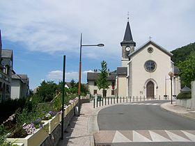 Église dans le centre de la commune.