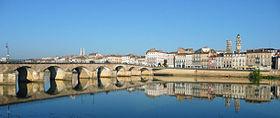 Mâcon, le pont franchissant la Saône.