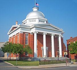 Wayne County Courthouse, Lyons, NY.jpg