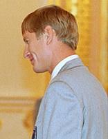 Yevgeny Kafelnikov in 2000.jpg