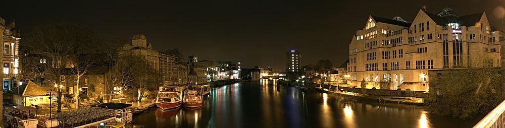 Panorama del río Ouse mirando hacia el sur desde el puente de Museum Street