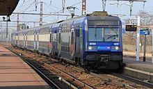 La Z 20763/64 en direction de Melun entre en gare de Combs-la-Ville - Quincy en janvier 2011.