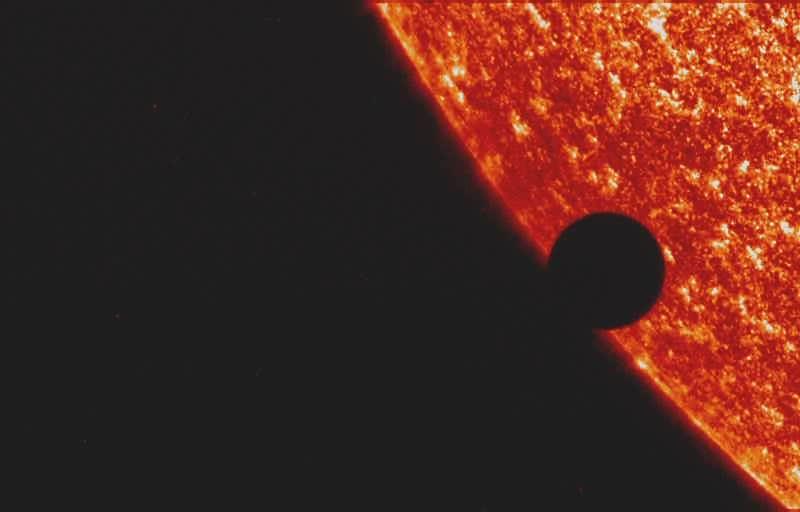 2004 Venus transit UV.ogg