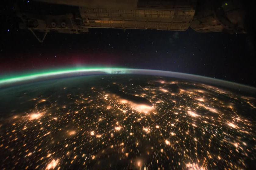 Aurora Borealis Pass over the United States at Night.ogv