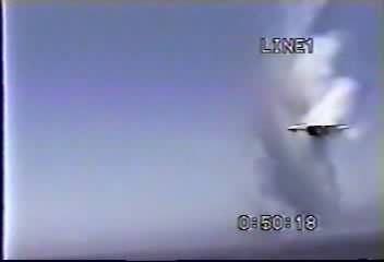F-14A Tomcat supersonic flyby, 1986.ogg