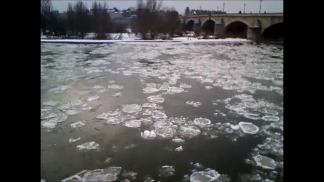Loire Orléans 8 février 2012.ogv
