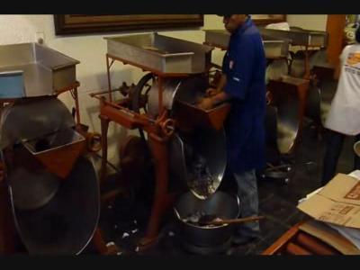Making Chocolate in Oaxaca.ogg