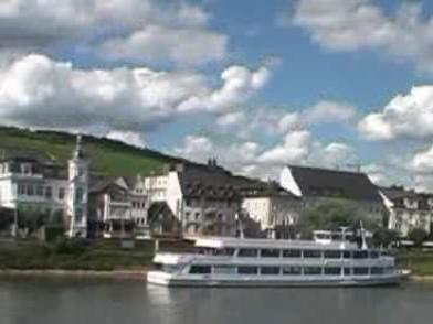 RheinBeiRüdesheim2008Video.ogg
