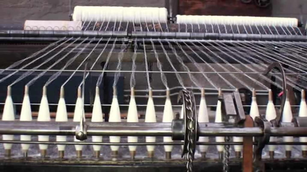 Spinning Mule 1897 - Mueller Woollen Cloth Mill.ogg