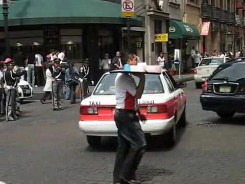 Traffic control in Mexico City.ogg