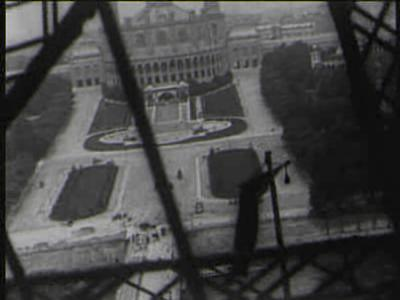 Vue Lumière No 992 - Panorama pendant l'ascension de la Tour Eiffel (1898).ogv