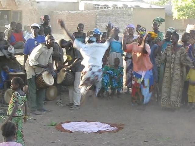 Mali Village Dance.ogv